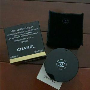 Chanel Vitalumiere Aqua Cream Compact Foundation